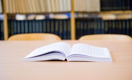 AKTUALIZOVÁNO – Termíny státních zkoušek a obhajob ve šk. roce 2019/2020 a povinná prezentace BP a DP